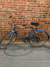 "Load image into Gallery viewer, 1970s Men's 18"" Schwinn Suburban Bicycle"