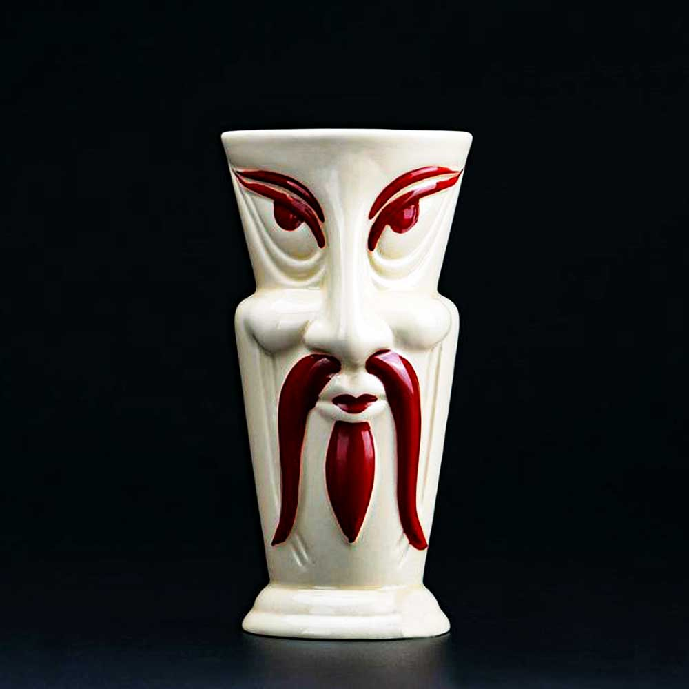 cocktail Tiki Mug island Samo de face vide sur une table