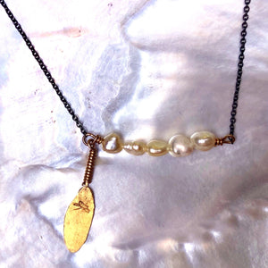 Leaf Necklace Pearls