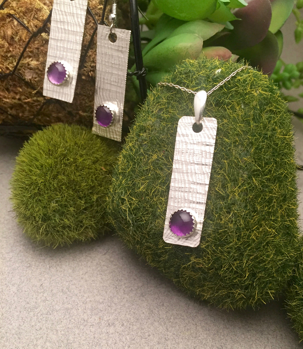 8mm Amethyst on Textured Backplate Pendant