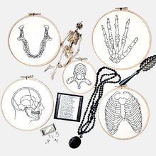 Load image into Gallery viewer, Anatomie, Os kit de Broderie - VintageMadbyM