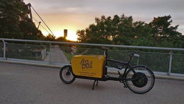 Live Cycle meets why.taxi electric bike share