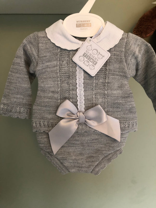 Girls Knitted 2 Piece Set with large bow.