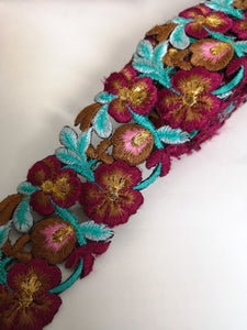 7901 Wide Aqua & Aubergine Pansy Flower Cutwork Trim