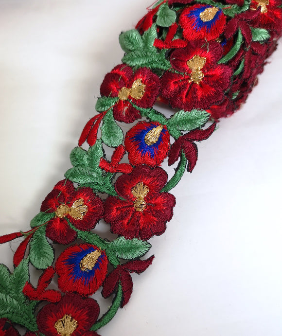 7901 Wide Red, Green & Blue Pansy Flower Cutwork Trim
