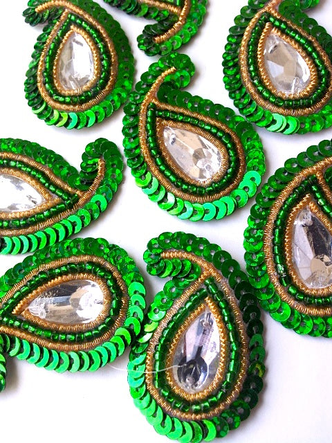 A28 Emerald Green & Gold Small Paisley Shaped Sequin Motif
