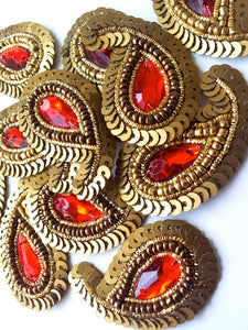 A28 Matt Gold & Red Small Paisley Shaped Sequin Motif
