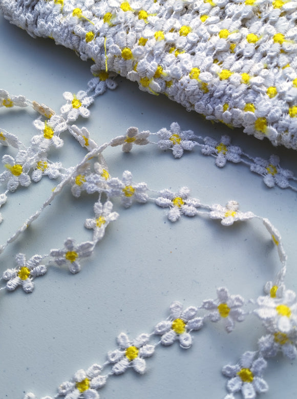 White & Yellow Daisy Motif Trim