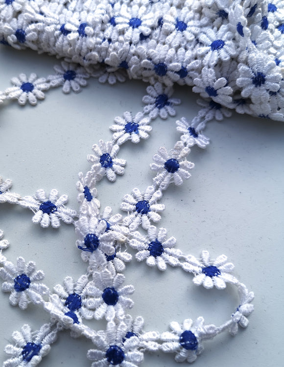 White & Blue Daisy Motif Trim