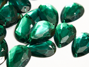 Emerald Green 20mm x 30mm Teardrop Flat Back Gems
