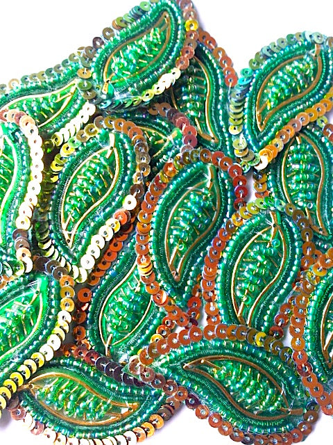 A26 Emerald Green & Gold Leaf Shaped Motif