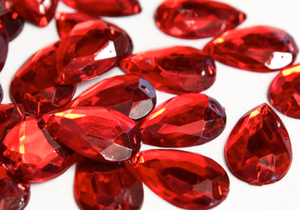 Red 20mm x 30mm Teardrop Flat Back Gems