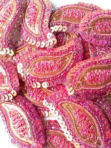 A26 Salmon Pink & Gold Leaf Shaped Motif
