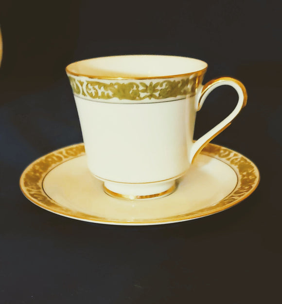 CONCERTO BY MIKASA: SET OF 4 GOLD-RIMMED TEACUPS/SAUCERS