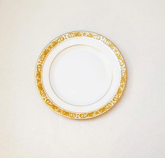 CONCERTO BY MIKASA: gold-rimmed dinner plates