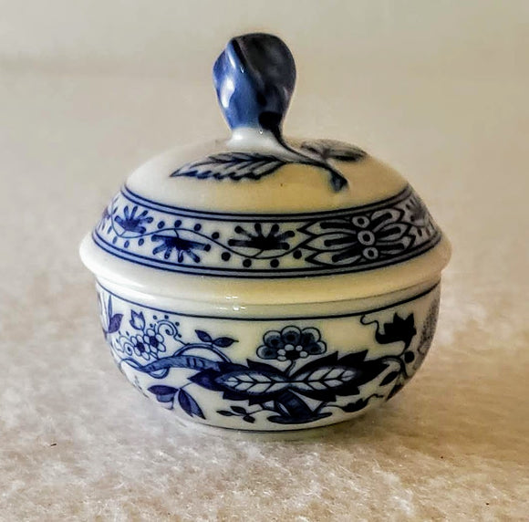 HUTSCHENREUTHER 1814 BLUE ONION MINI SUGAR BOWL/HOME OFFICE ACCENT/BLUE ONION COLLECTIBLE