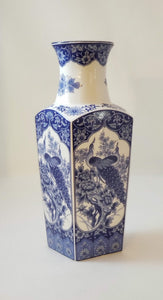 SQUARE CHINOISERIE PEACOCK VASE BLUE&WHITE