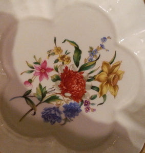 WITLEY GARDENS SCALLOPED DISH by Royal Worcester/Scalloped Gold Rim