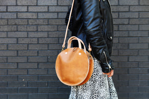 the roundabout crossbody, honey tan