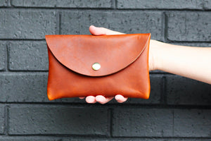 the medium snap pouch, leather