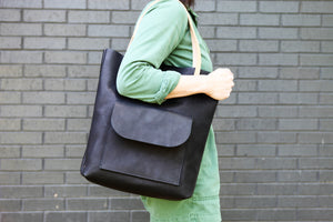 the slim tote, black