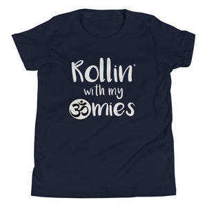 ROLLING WITH MY OMIES | Youth Tee Kundalini Market Navy S
