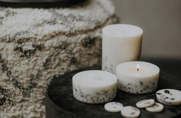 How To Choose a Right Candle For At-Home Aromatherapy