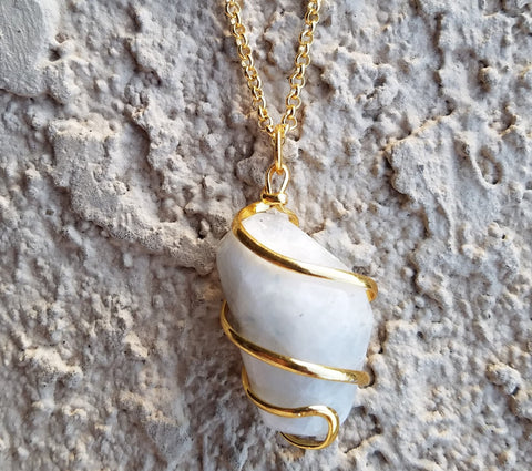 GOLD MOONSTONE CRYSTAL NECKLACE