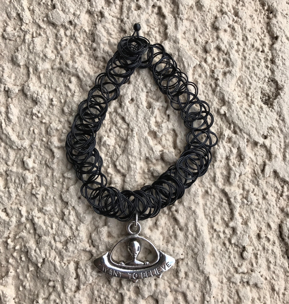 90s VINTAGE ALIEN STRETCH CHOKER