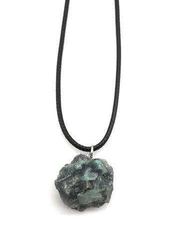 RAW EMERALD CRYSTAL CORD NECKLACE
