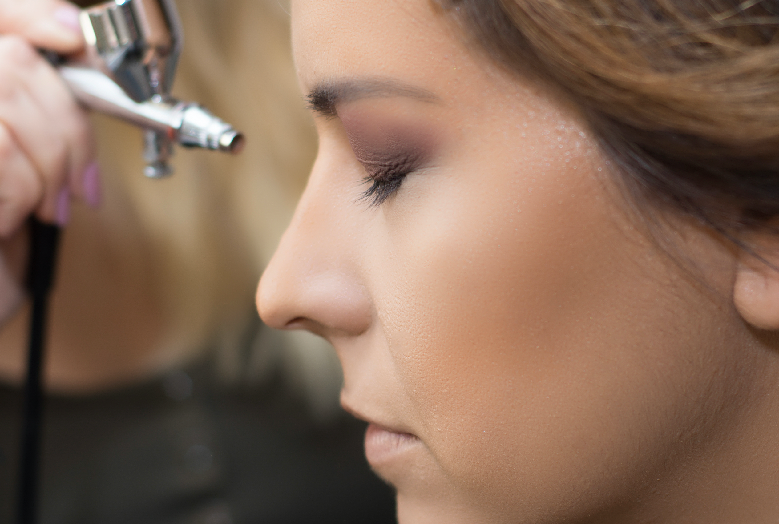 6 Steps for Covering Acne with Airbrush Makeup