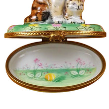 "Load image into Gallery viewer, Rochard ""Mother Cat with Baby"" Limoges Box"