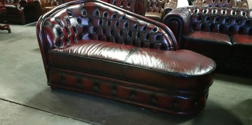 CHAISE CHESTERFIELD
