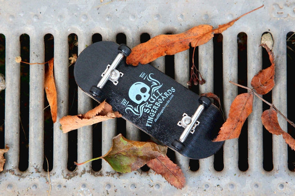 Wedgwood Pro Complete Wooden Fingerboard (34mm) (Skull Pro Trucks - Single Axle - 6 Locknuts)