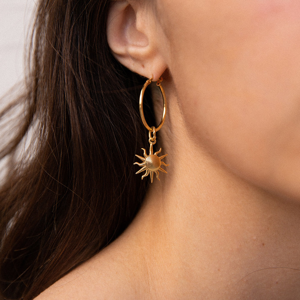 NANDI X SISTER Single Sun Pendant Hoops