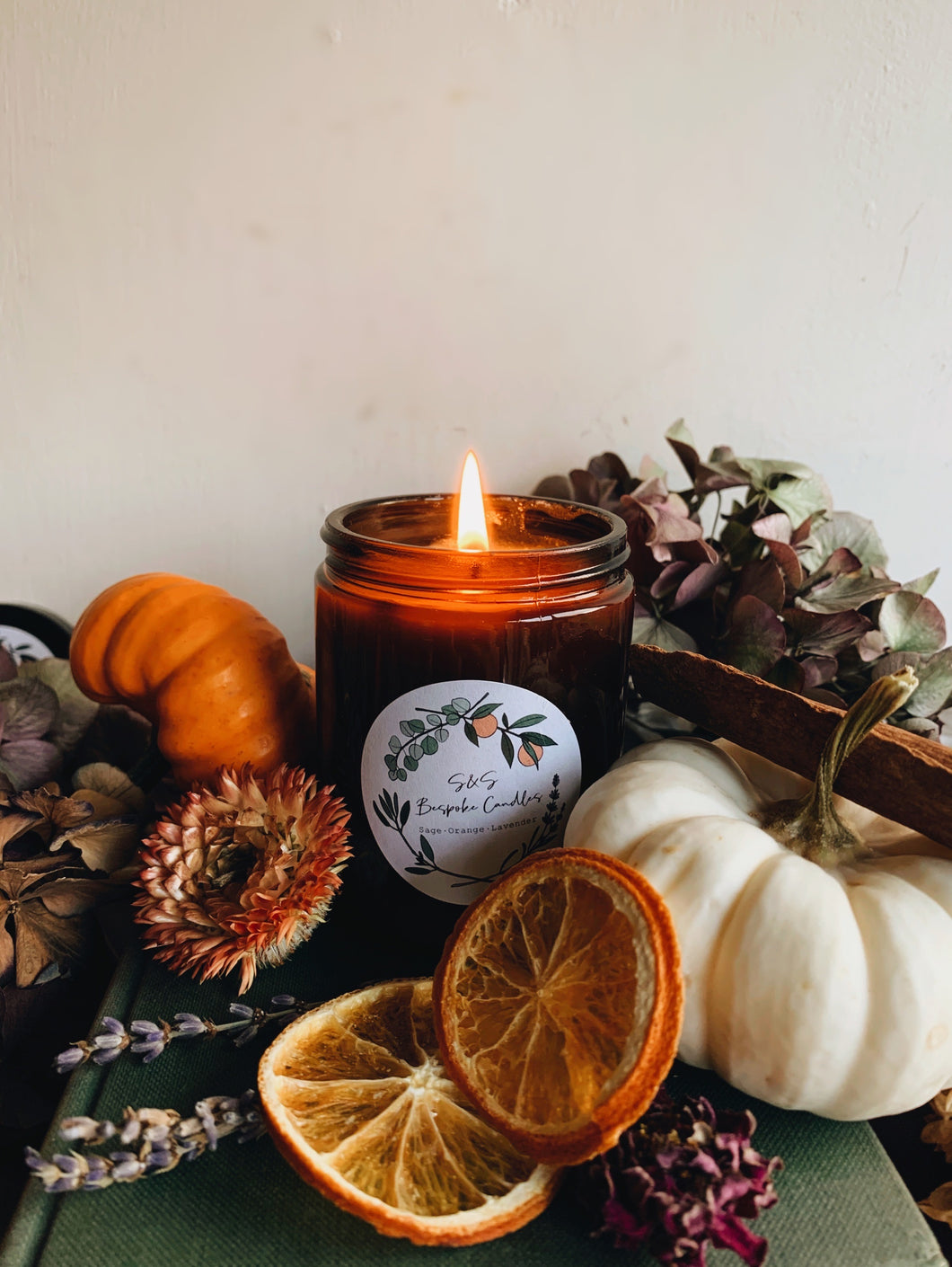 S&S TIMELESS Candle ~ 180ml amber Jar (with a free wax melt)