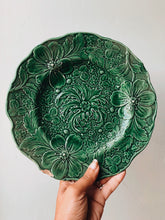 Load image into Gallery viewer, Vintage Green Floral Decorative Plate