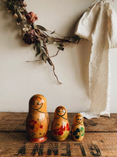 Load image into Gallery viewer, Three Vintage Russian Dolls