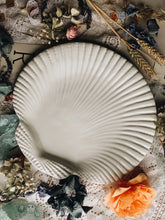 Load image into Gallery viewer, Vintage Italian Shell Platter
