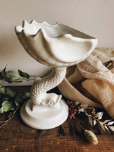 Load image into Gallery viewer, Vintage Fish & Shell Vase