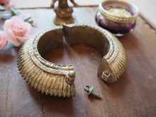 Load image into Gallery viewer, Vintage Rare Indian Tribal Orissa Sawblade Cuff