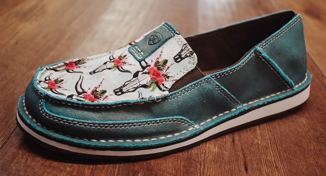 Ariat Shimmer Turquoise/Steers and Roses Cruiser