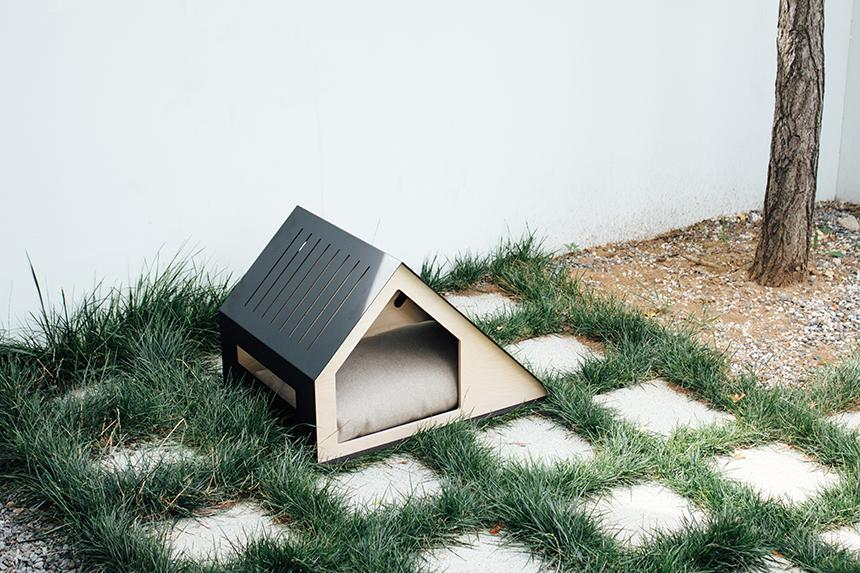 Deauville Modern Dog House