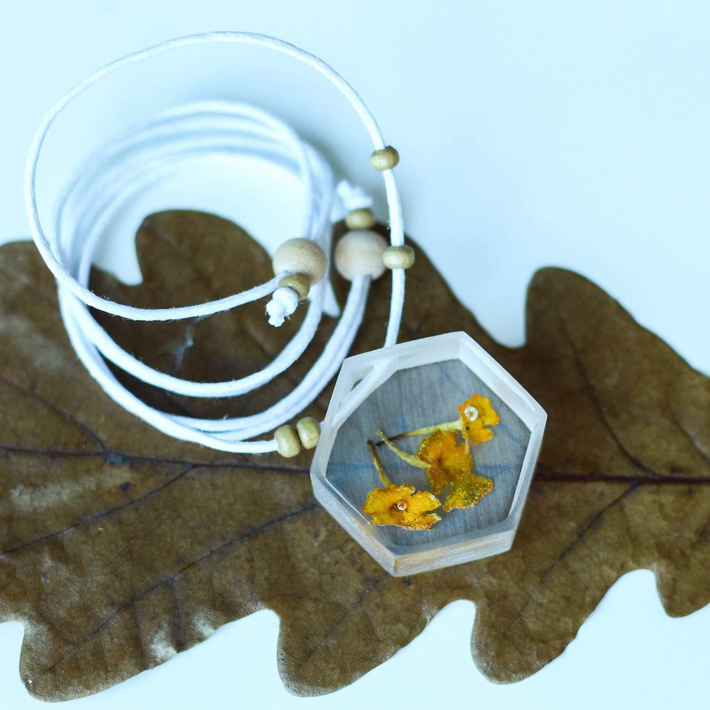 The Curated Parcel Nature Necklaces E