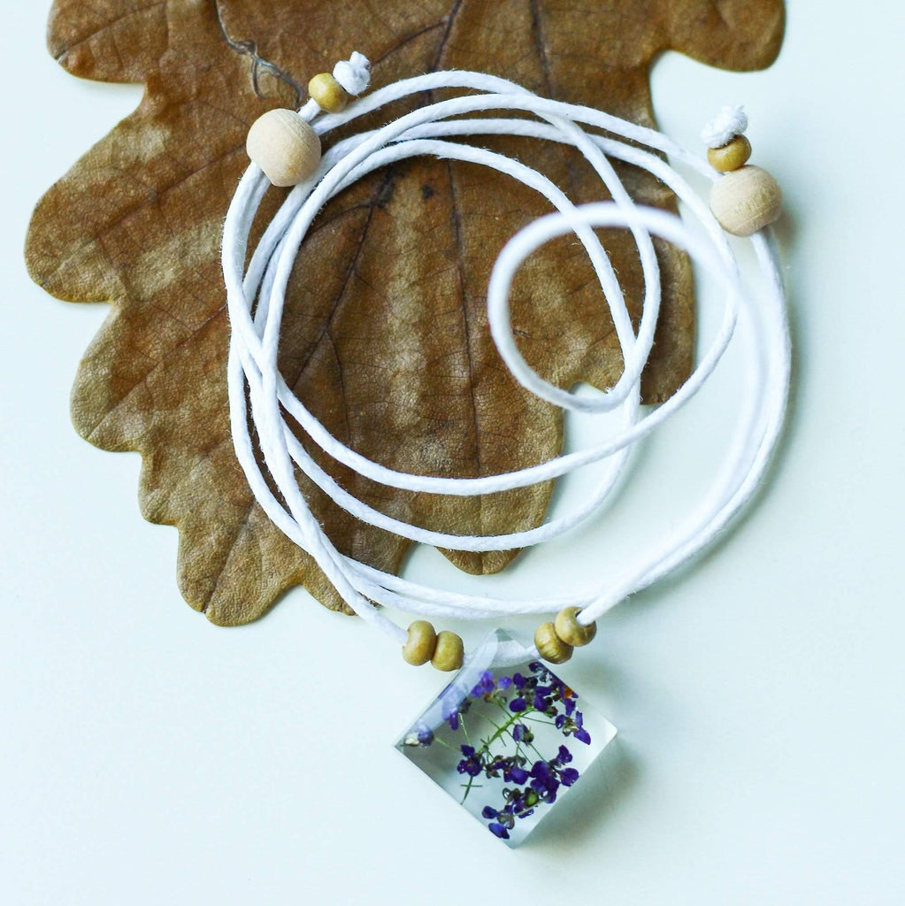 The Curated Parcel Nature Necklaces Q