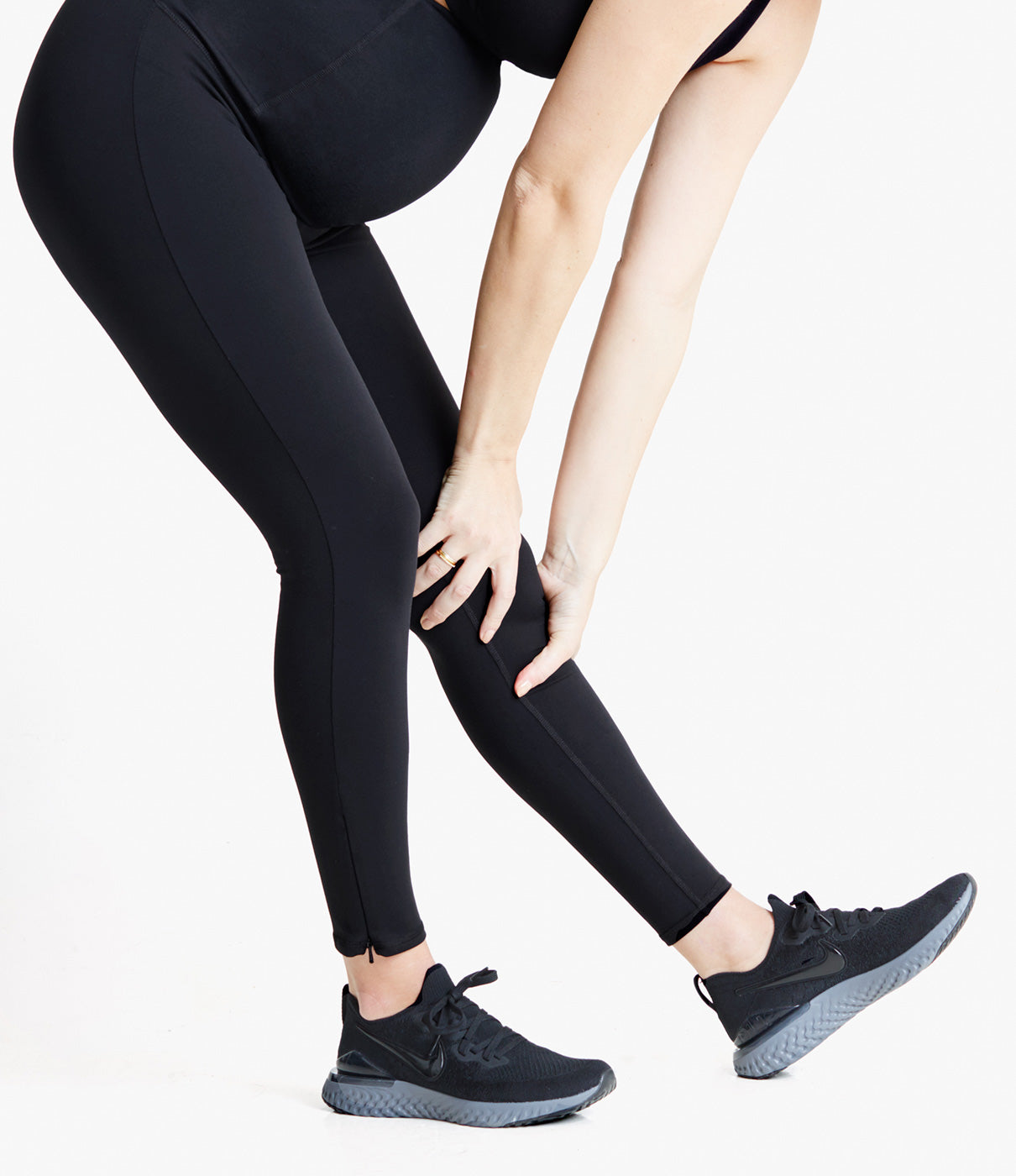 FASHION + FUNCTIONCrossover design and side zippers at ankles keeps your back and body cool. A perfect maternity yoga pant or for mamas on the go.