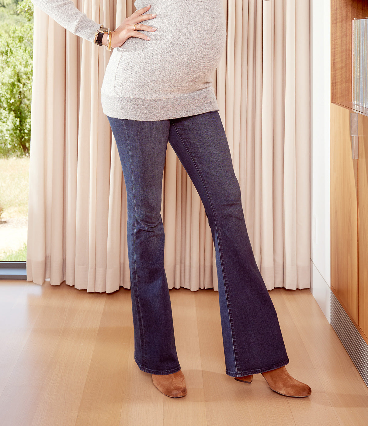 FASHION + FUNCTIONThe crossover design keeps your back cool. The premium denim without the premium price keeps your pre-pregnancy style through postpartum.