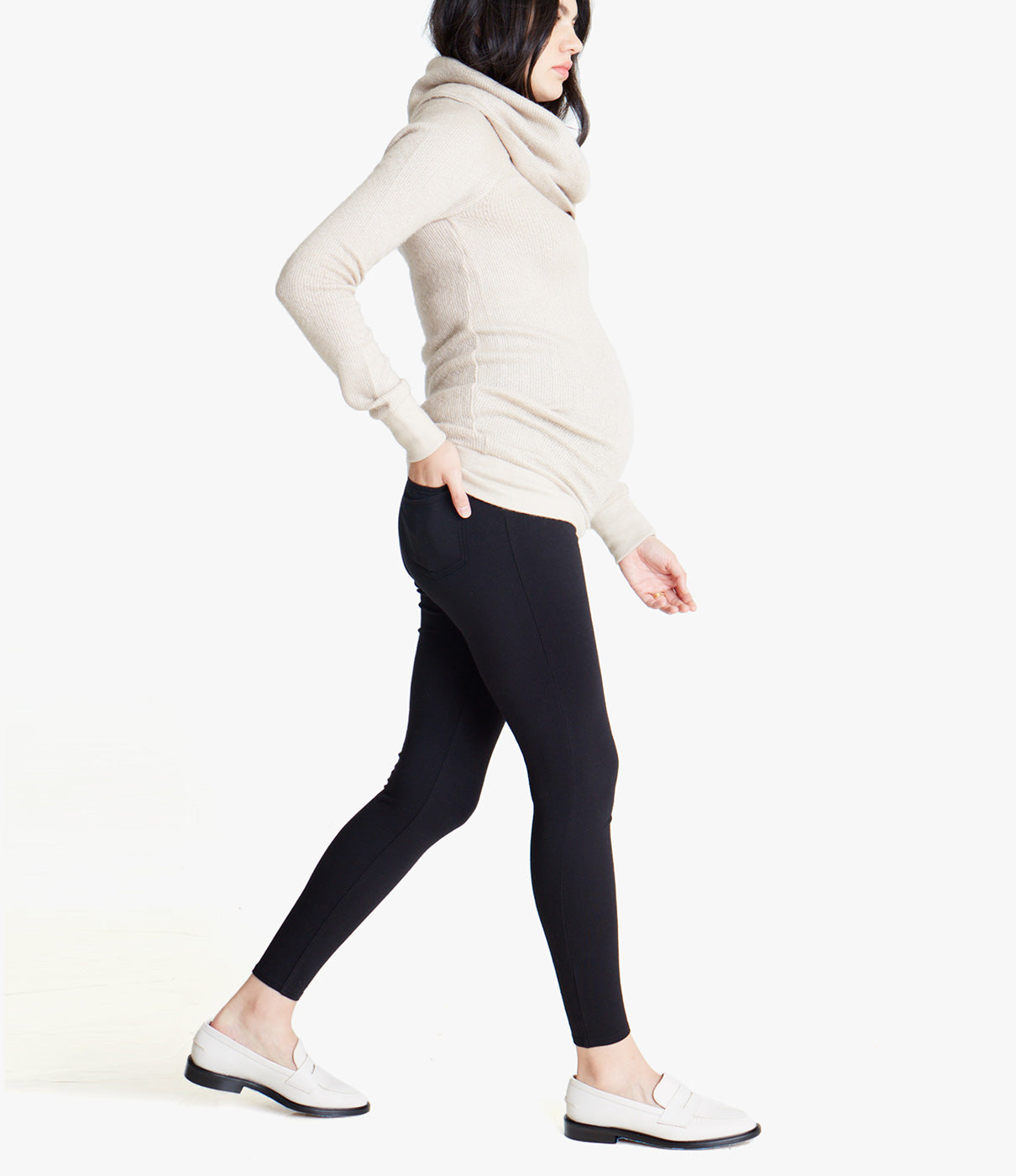 FASHION + FUNCTIONWith functional back pockets this pant is a great alternative to more casual maternity jeans and traditional leggings.