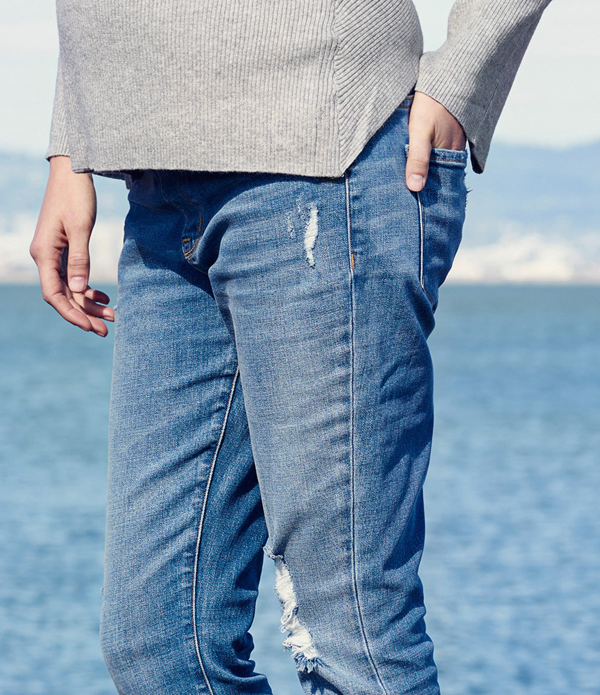 IN THE DETAILSPremium denim with functional back pockets and fly plus flat front pockets for smooth fit.