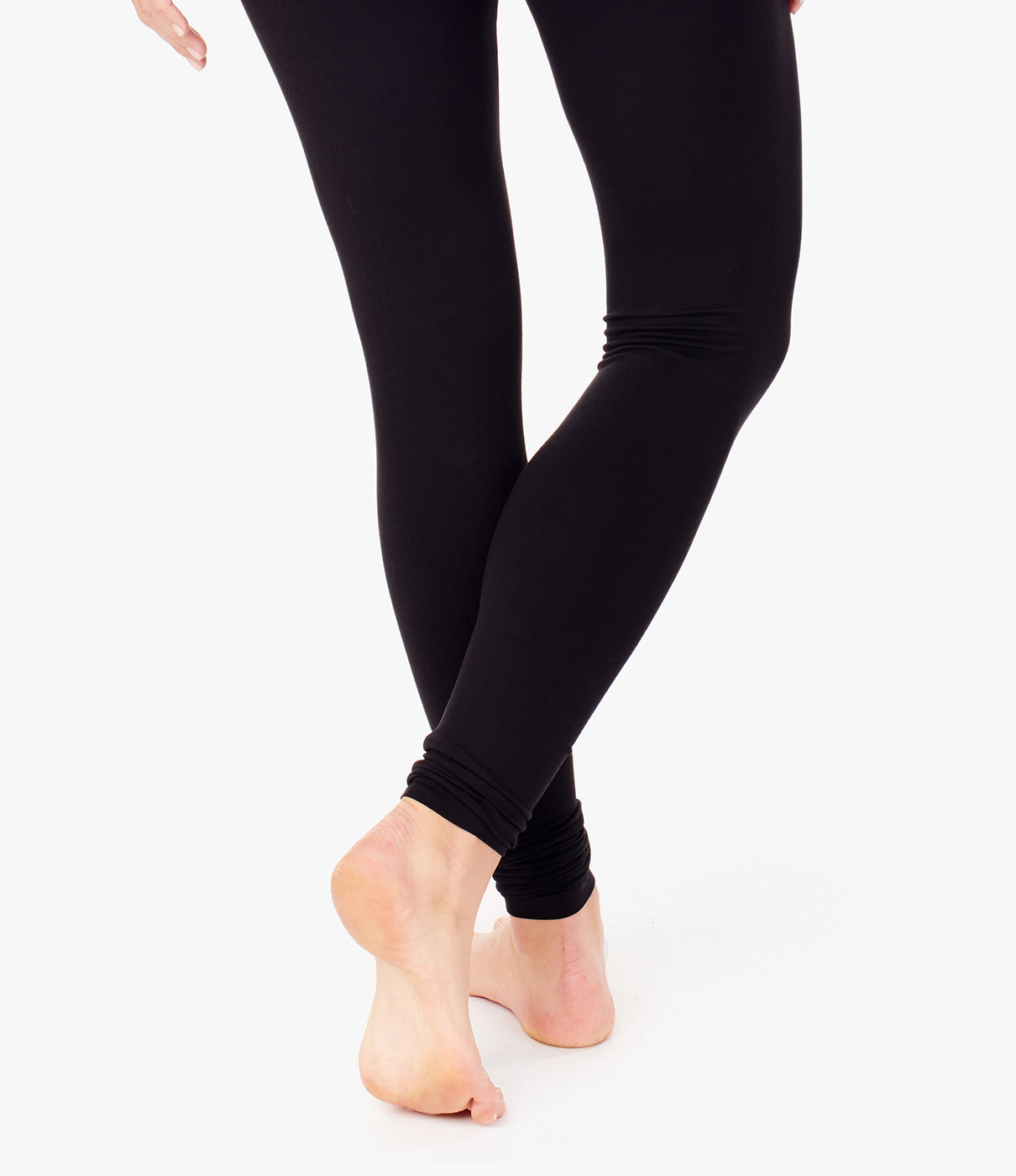 GROWS WITH YOUClassic legging that fits throughout pregnancy and after.